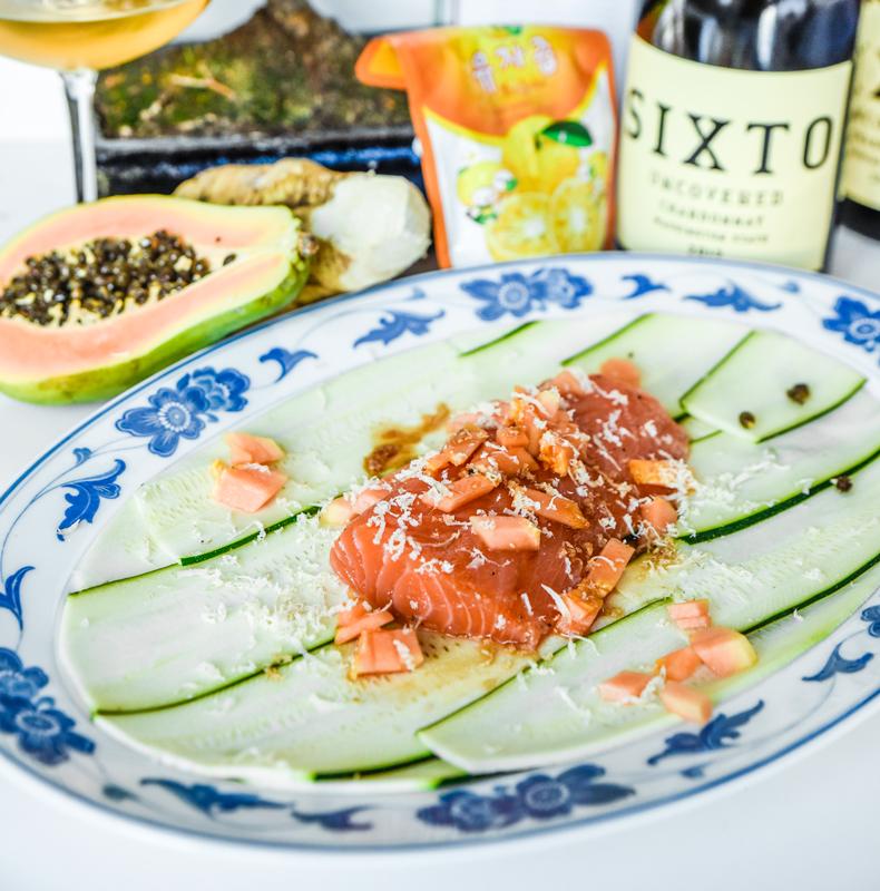 Sashimi på lax med brynt yuzusmör och zucchini
