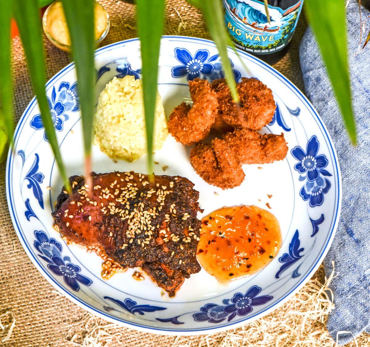 Tandoorikyckling, friterade räkor och mangochutney