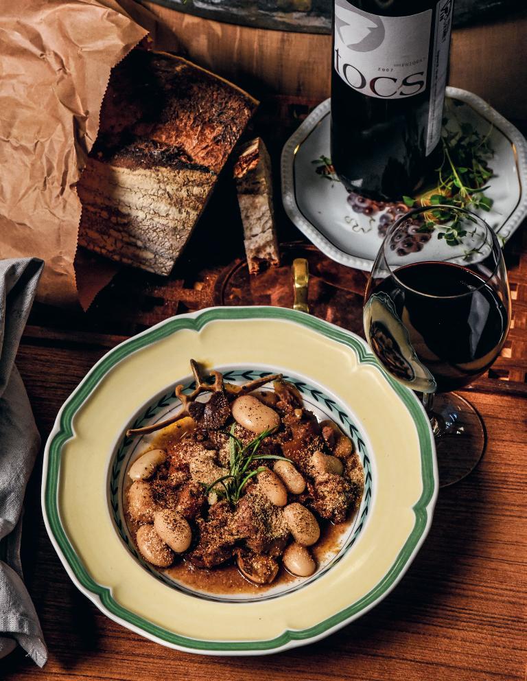 Cassoulet med spanska korvar, lamm och kyckling